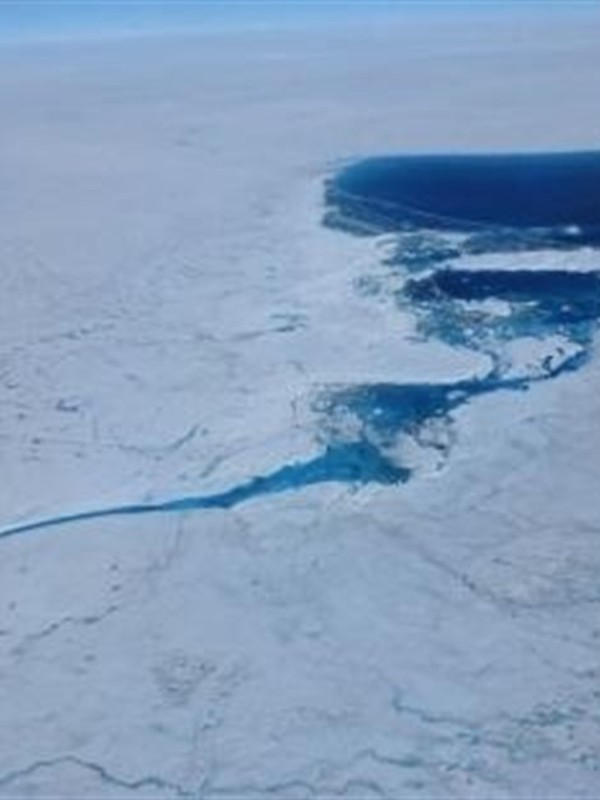 Docenas de lagos aparecen bajo el hielo de Groenlandia