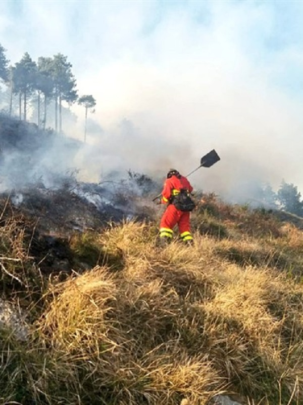 Investigan a un hombre de 44 años por el incendio en Esles de Cayón