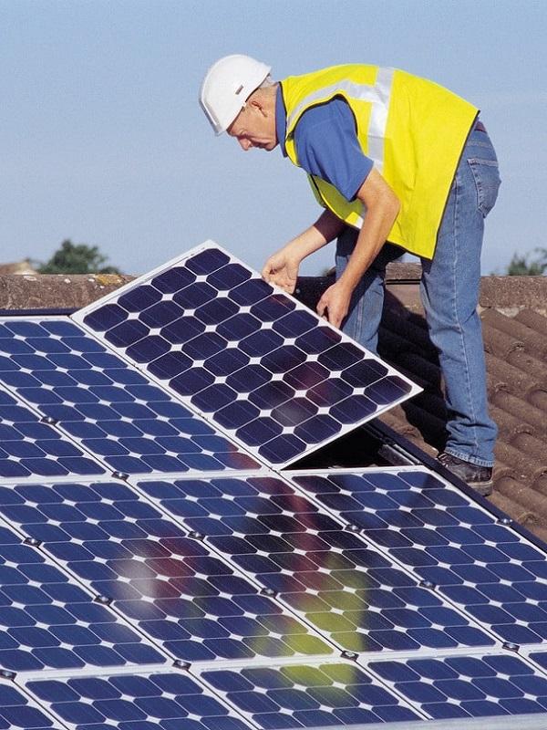 La CNMC 'bendice' el decreto que regula el autoconsumo de energía eléctrica
