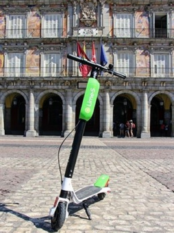 Los patinetes eléctricos echan a rodar en Madrid y ya se pueden buscar en la app de movilidad urbana del Ayuntamiento