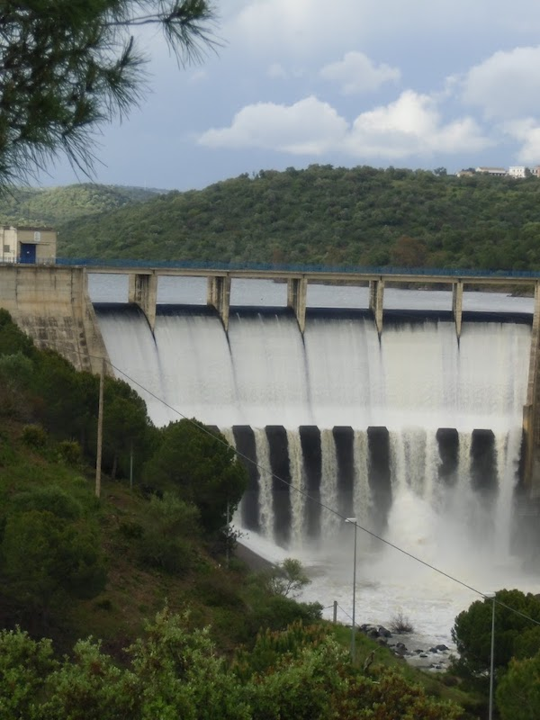 Alumnos del IES Fernando de Herrera visitan la planta hidroeléctrica de Guillena y conocen su modelo sostenible
