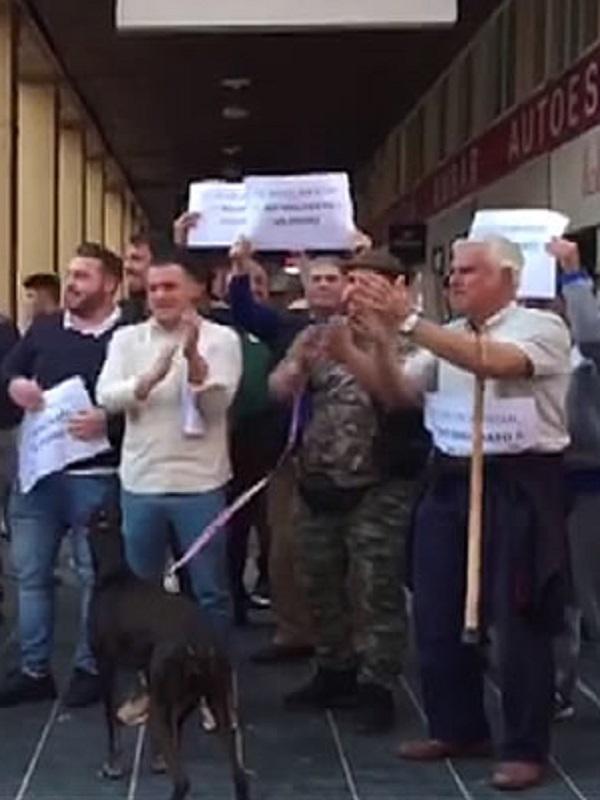 Cazadores boicotean la recogida de avales electorales de PACMA