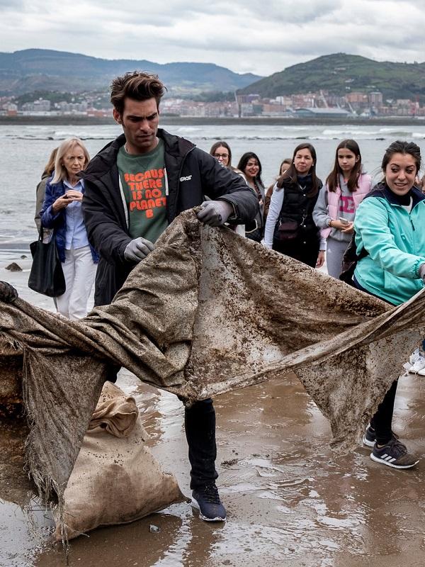 Recogen miles de litros de residuos en Guardamar