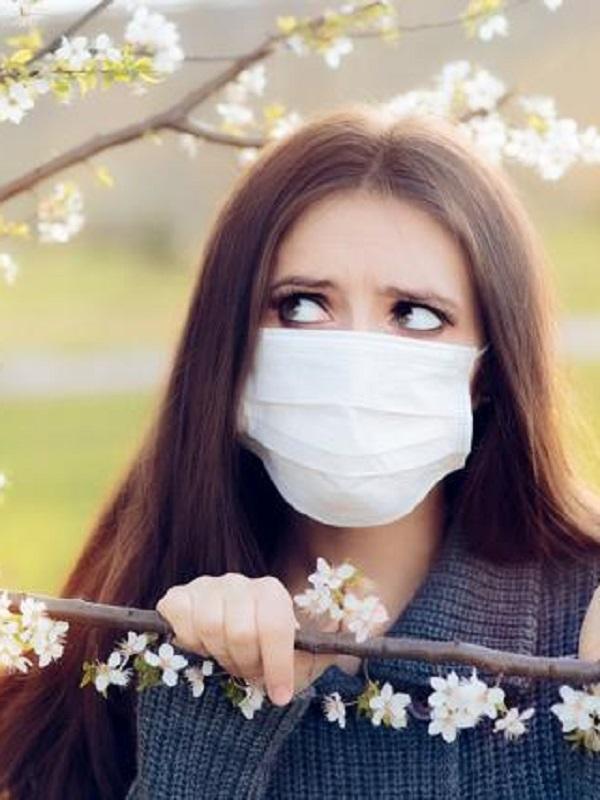 Alergólogos alertan que la contaminación convierte el polen en más agresivo y aumenta síntomas y alergias