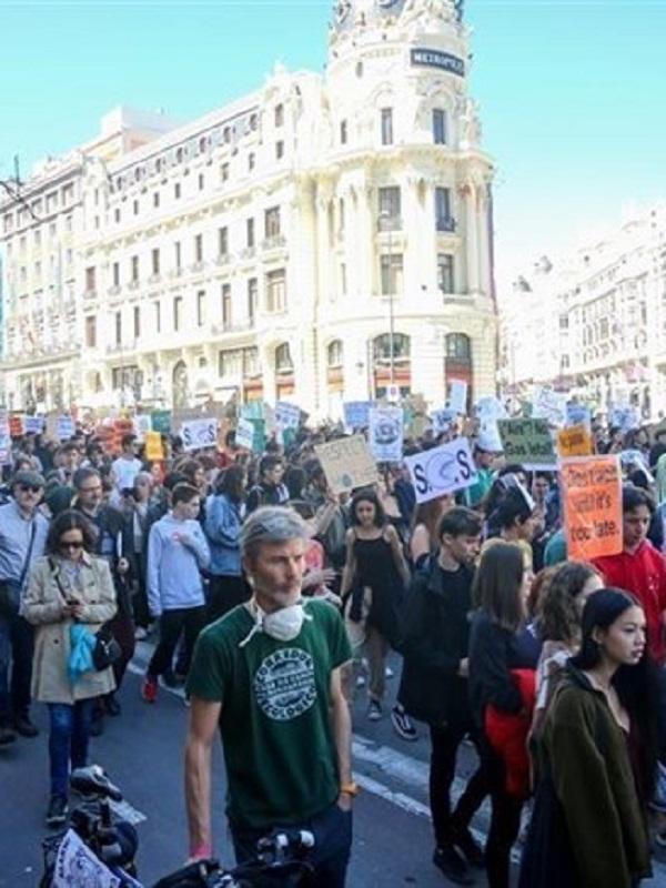 Clamoroso éxito de la concentración juvenil contra el cambio climático