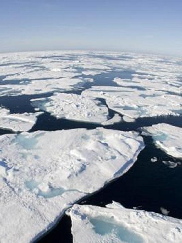 El gélido Estrecho de Bering, casi libre de hielo a principios de marzo