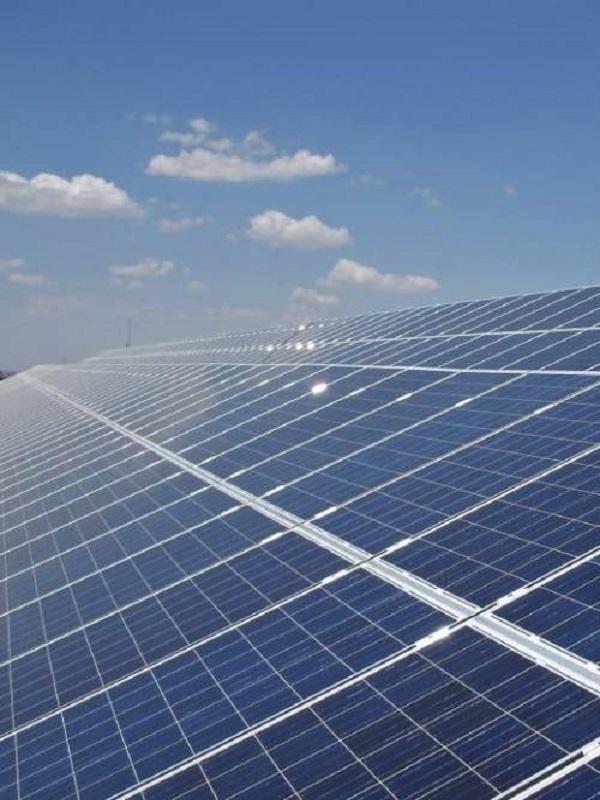 Valenciaport implementará aerogeneradores y 3.000 placas fotovoltaicas