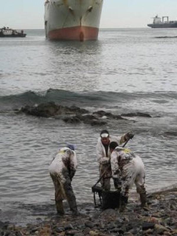 Ecologistas pide activar el Plan de Emergencia por contaminación marina tras el vertido de un carguero en el Cantábrico