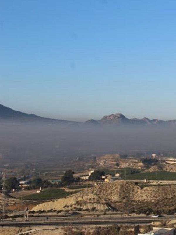Ecologistas denuncia que Cieza amanece bajo un densa nube de humo contaminante
