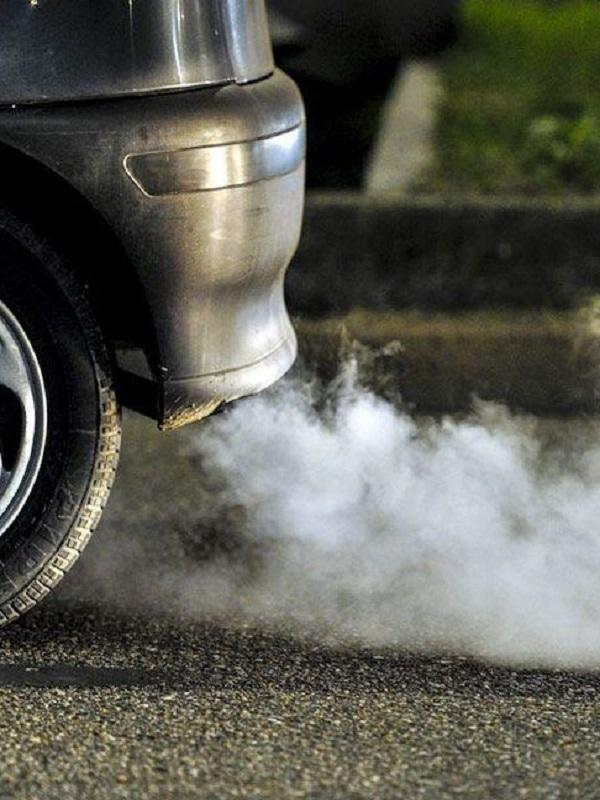 La Eurocámara aprueba el acuerdo para reducir un 37,5% las emisiones de los coches en 2030