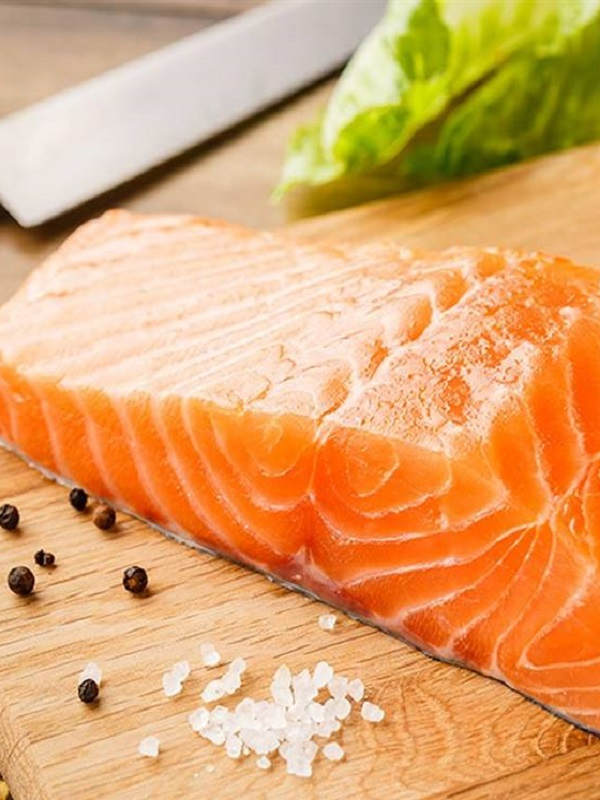 Comer salmón o nueces reduce los síntomas del asma en niños