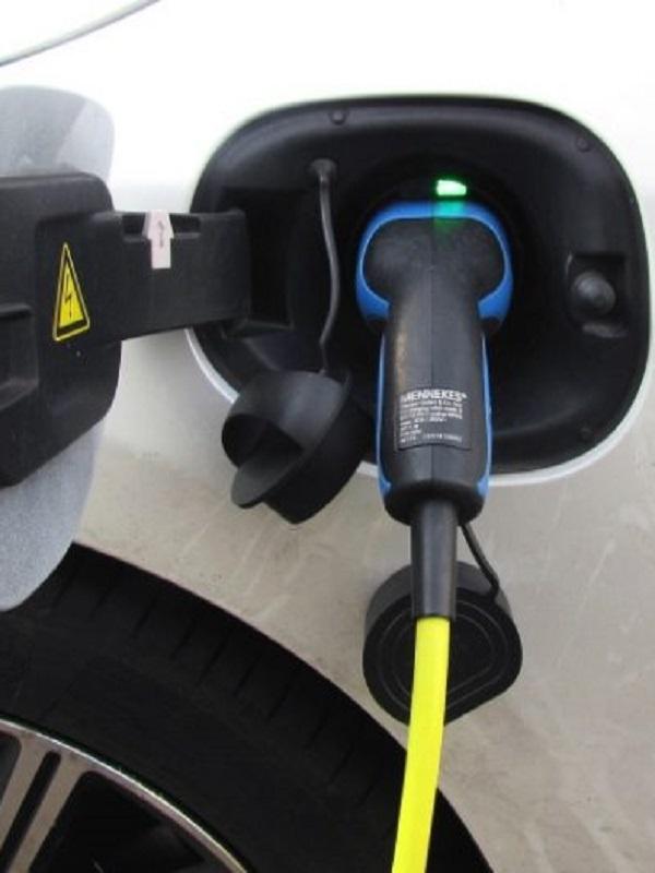 Las matriculaciones de vehículos eléctricos crecen un 27% en abril y un 78% en lo que va de año