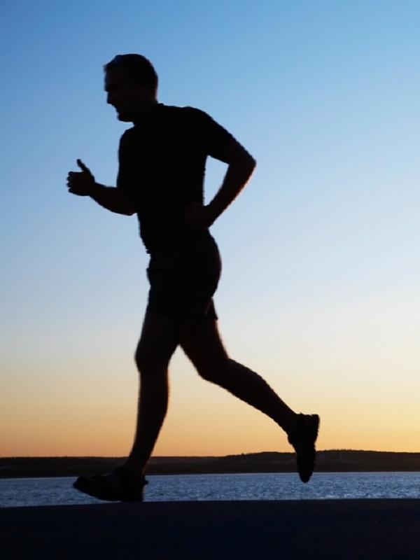 ¿Cómo afecta la condición física al riesgo de cáncer de pulmón y colon?
