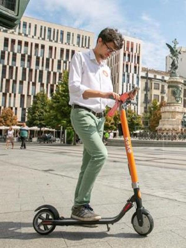 Zaragoza presenta el servicio de patinetes eléctricos