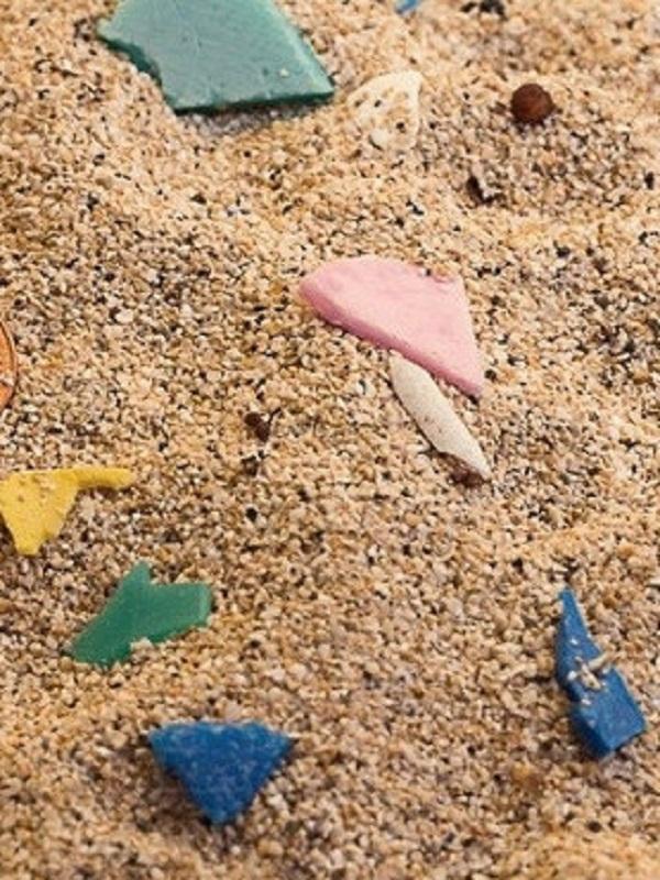 Los microplásticos 'invaden' una playa del Parque Natural del Archipiélago Chinijo en Lanzarote