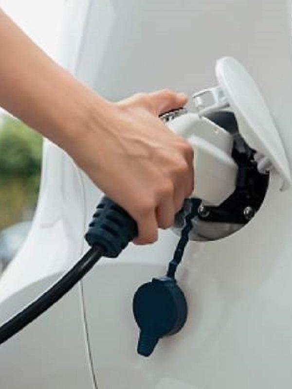 Repsol estima que el 30% de los coches nuevos que entren en el mercado en 2030 serán eléctricos