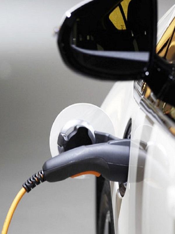 España en 'el pelotón de los torpes' de Europa en el mercado de coches con carga eléctrica