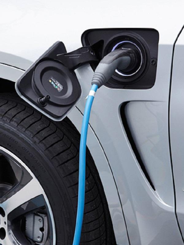 La mitad de las ventas de automóviles de Mercedes-Benz serán electrificadas en 2030