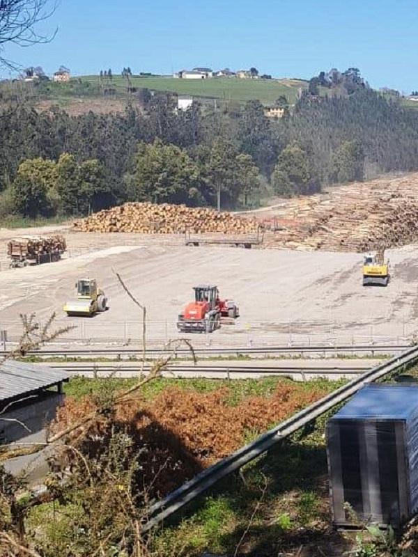 Asturias. Ence retira los residuos peligrosos que le habían vertido en la factoría