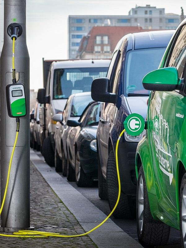 La alemana Ubitricity quiere probar en Gran Canaria su modelo de recarga de coches eléctricos en farolas