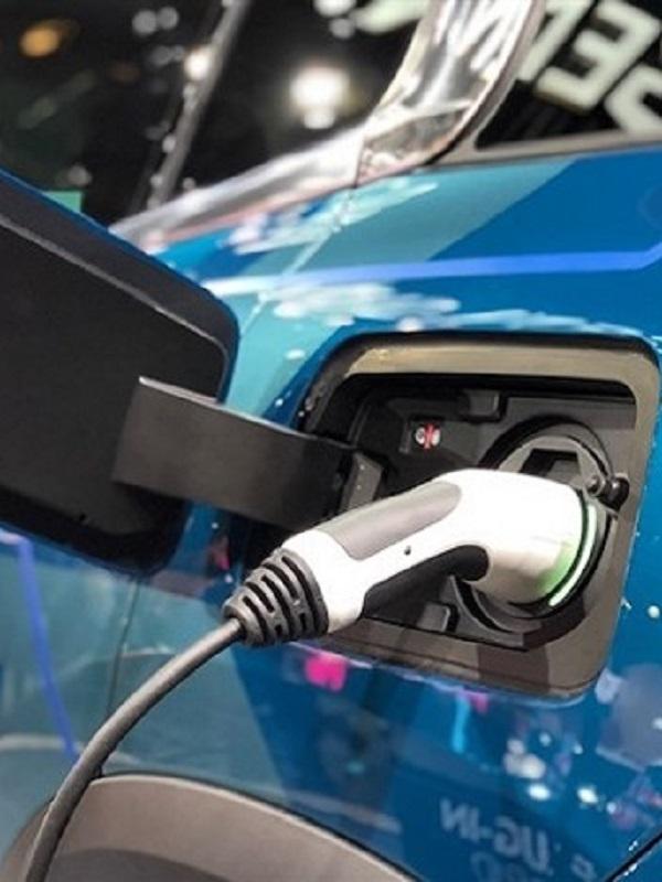 Aprobada en Madrid la compra de 32 cargadores rápidos para coches eléctricos
