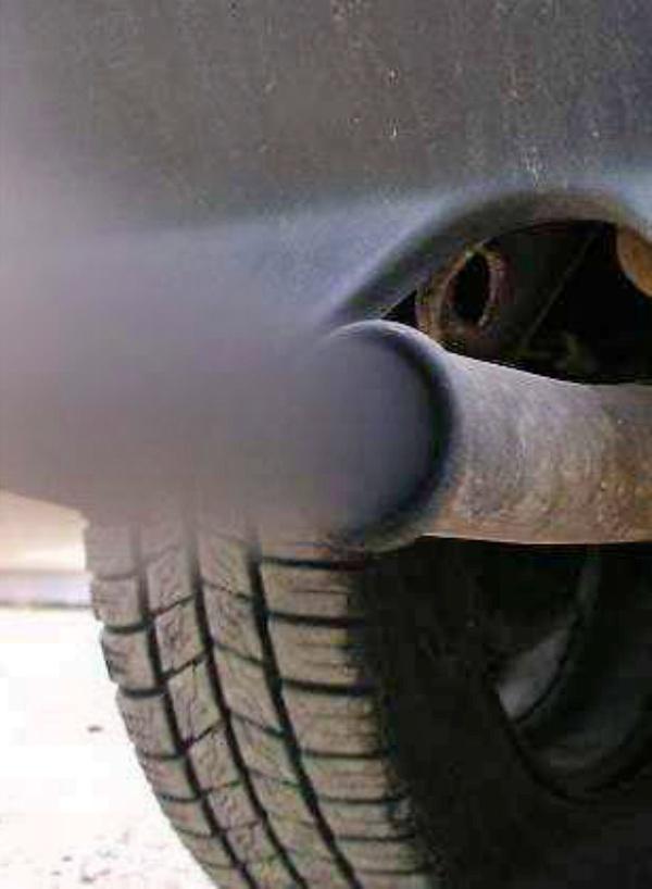 Incomprensible, las emisiones medias de CO2 de los coches nuevos al 'alza'