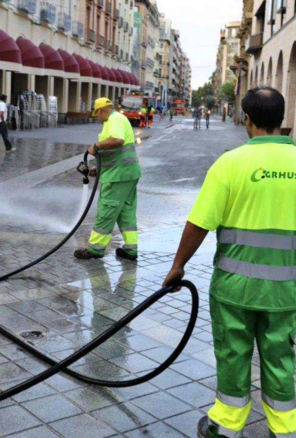 Huesca amplia el servicio de limpieza para las fiestas de San Lorenzo