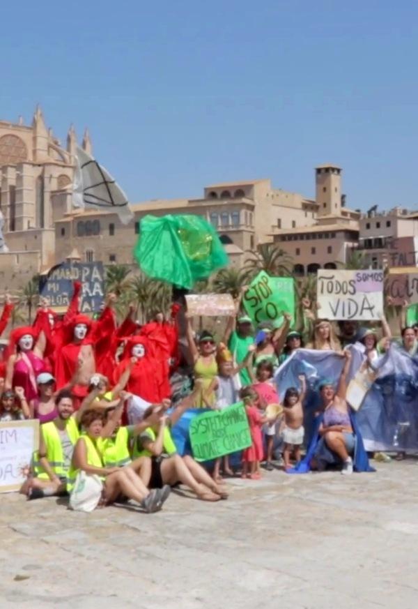 Extinction Rebellion Mallorca paraliza la ciudad para reclamar medidas contra la crisis climática