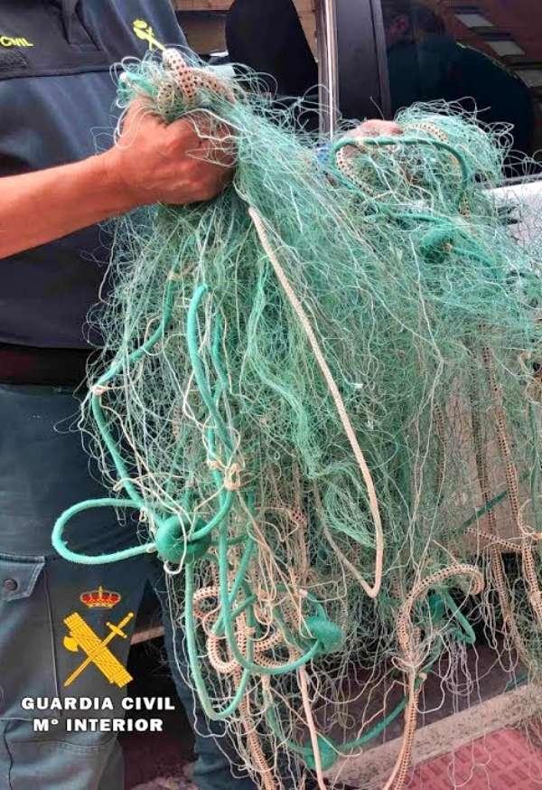 El SEPRONA denuncia a tres hombres por la pesca ilegal de carpas del Ebro