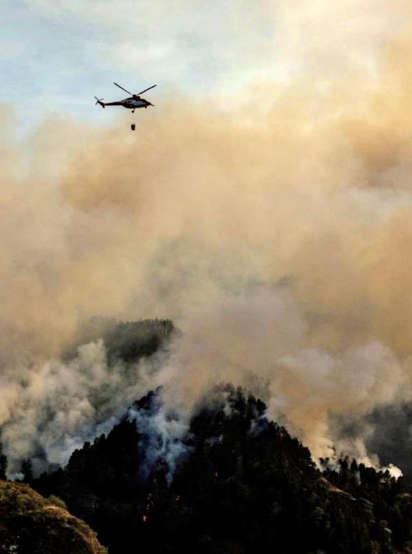 El Gobierno envía más ayuda para sofocar el fuego de Gran Canaria