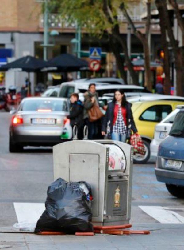 Tarragona le ha trasladado las quejas a FCC por la suciedad de la Ciudad