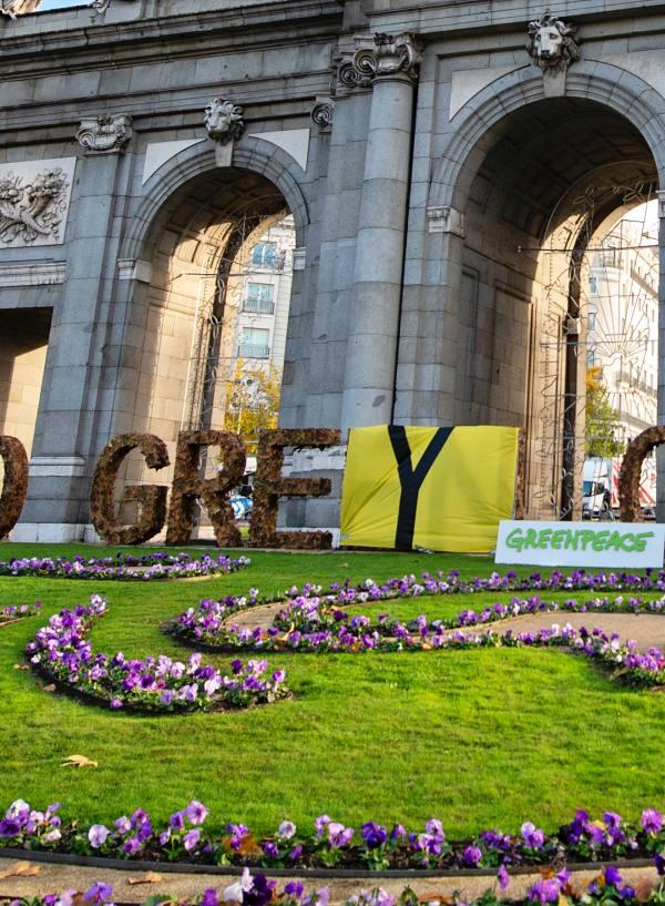 ¡ACCIÓN! de Greenpeace frente al 'greenwashing' del Ayuntamiento por desvirtuar la esencia de la COP25 Chile – Madrid