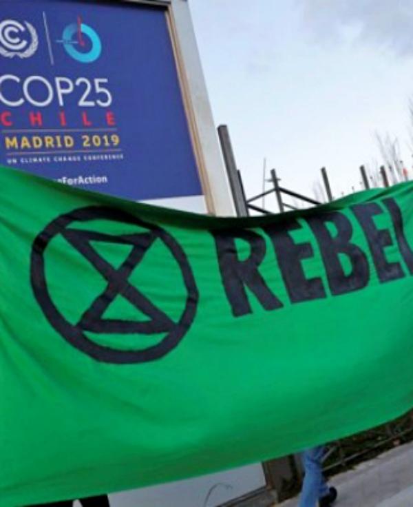 Activistas de 'Extinction Rebellion' plantan cara al Gobierno de España