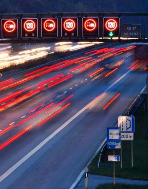 La 'patronal' automovilística alemana no acepta limitaciones de la velocidad en las carreteras