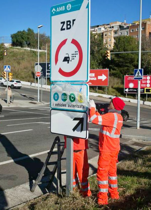 Más transporte público en Barcelona por la entrada vigor de la ZBE