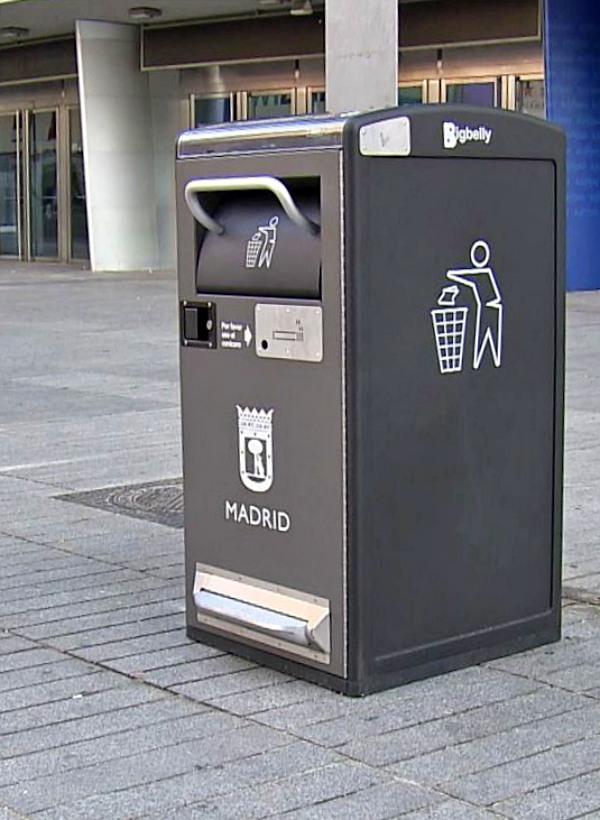 Madrid 'implementará' 1.300 papeleras inteligentes