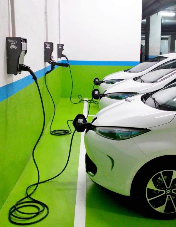 El nuevo Gobierno que se 'vislumbra' promoverá la instalación de puntos de recarga para coche eléctrico