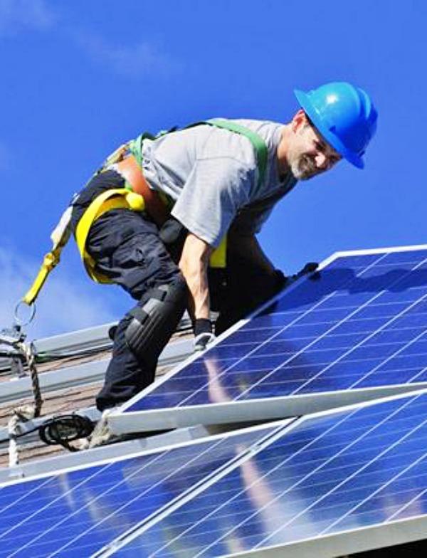 Junta de Extremadura y UNEF, 'alianza' para fomentar el autoconsumo de energía solar