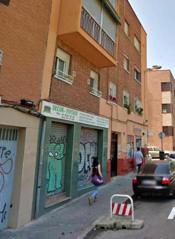 La Policía Municipal de Madrid rescata a tres perros abandonados por sus dueños en un piso de Aluche