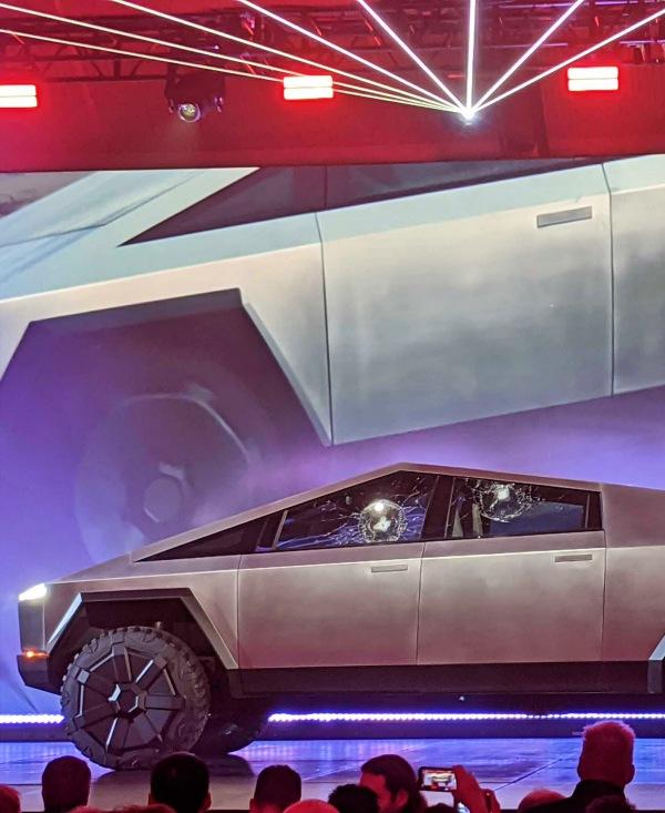 Tesla 'rompe todos los esquemas' con su nuevo Pick-Up Cybertruck