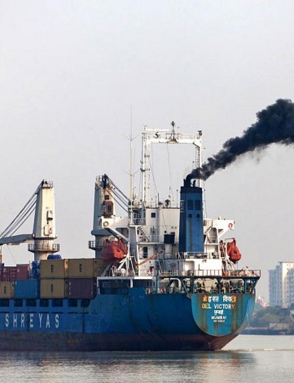 Las 'inaceptables' emisiones del transporte marítimo en el Mediterráneo