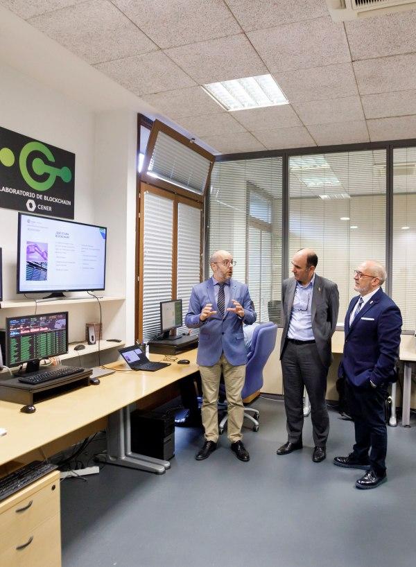CENER (Centro Nacional de Energías Renovables) recibe a dos consejeros del Gobierno de Navarra