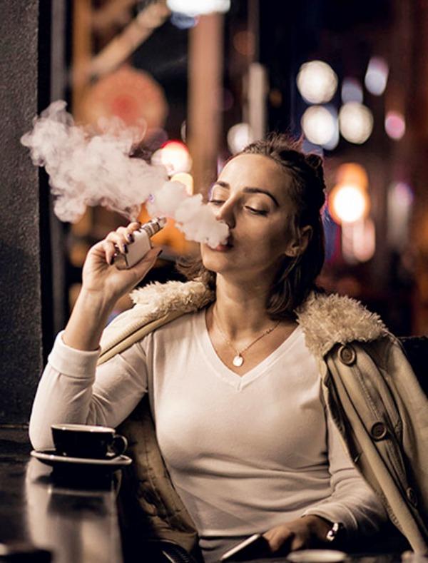 El cigarrillo electrónico / vapear con nicotina causa cáncer de pulmón
