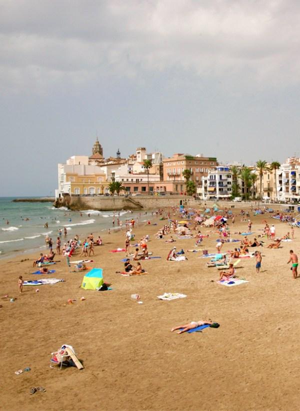 Damm se implica en la limpieza de playas del Mediterráneo