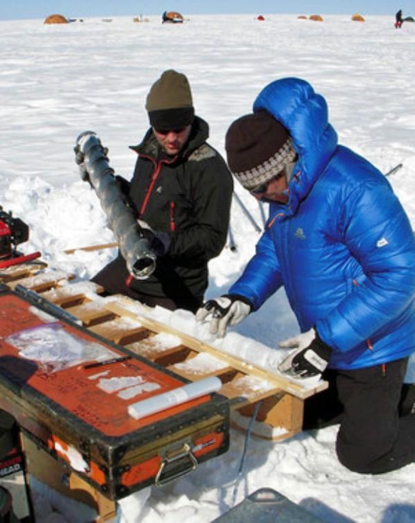 Losas gigantescas de hielo en Groenlandia hacen subir el nivel del mar