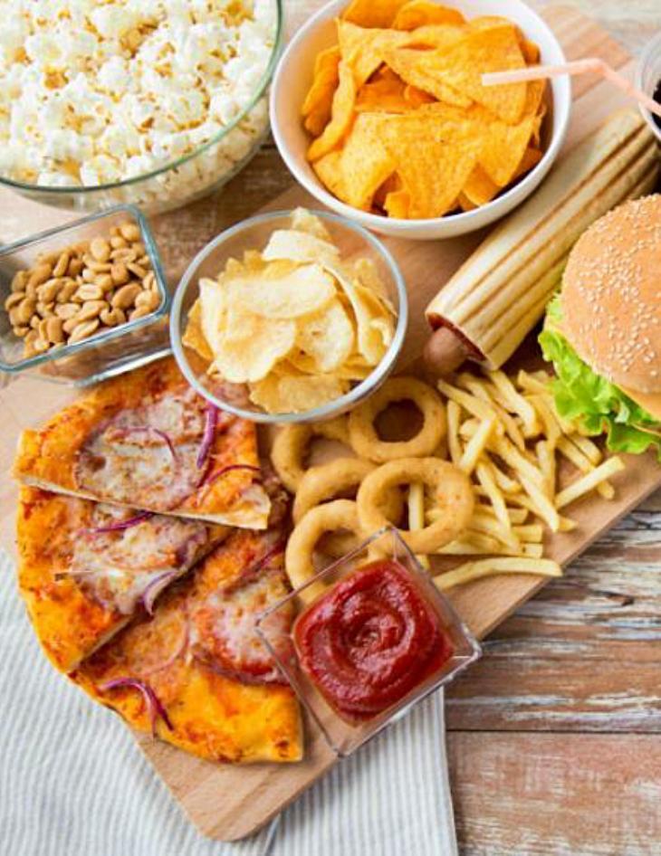 Todas las claves para que los niños dejen de comer 'comida basura'
