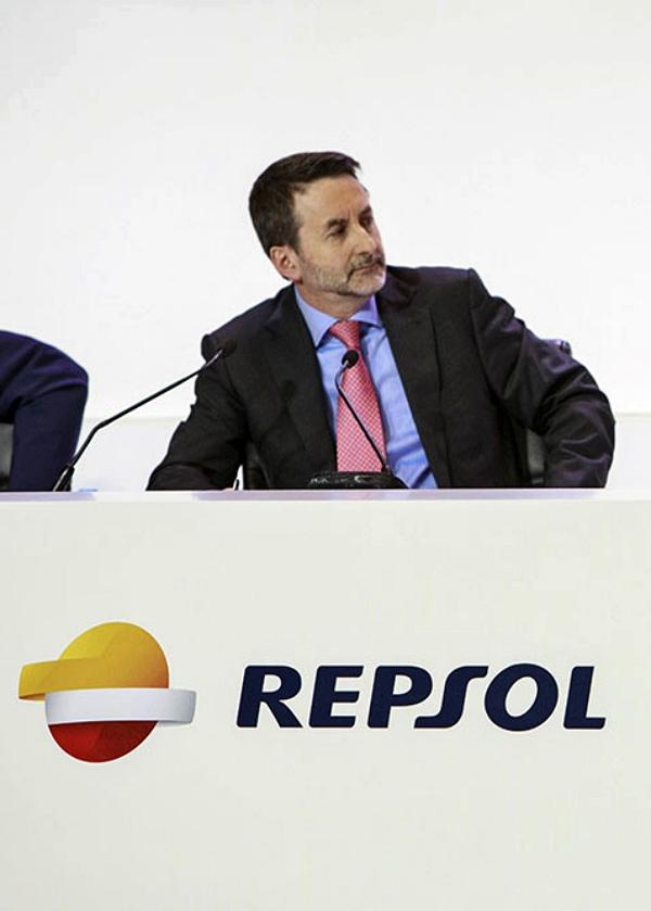 Repsol sigue 'enredando' con los coches con emisiones