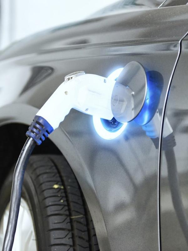 Endesa renueva el 16% de su flota de distribución en Andalucía con vehículos eléctricos