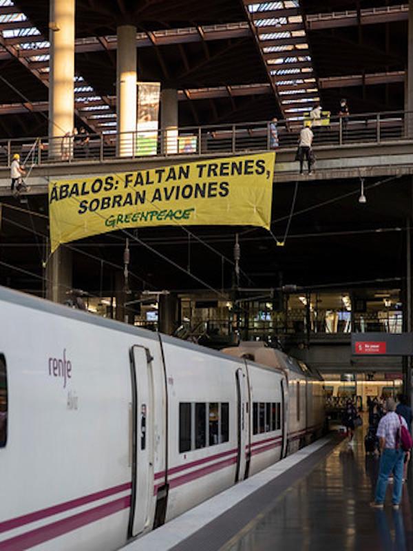 Más trenes y menos aviones para frenar la crisis climática