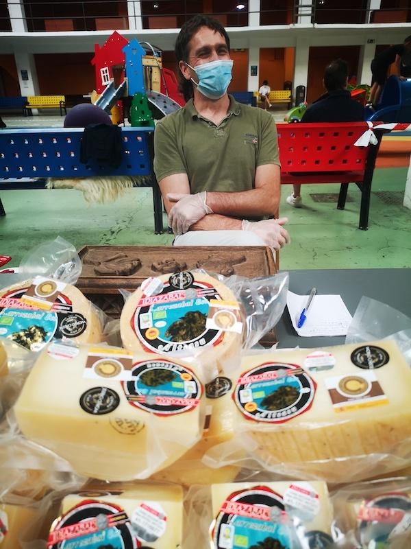 Primer queso ecológico Idiazabal certificado por CPAEN/NNPEK